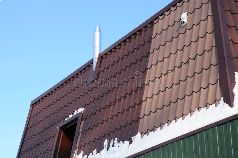 Koaxialedelstahlkaminrohr Metallkoaxialkamin - einzelne Heizung stockbild