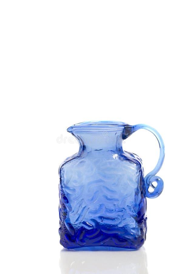 Kobaltblau-Glaskrug stockfoto