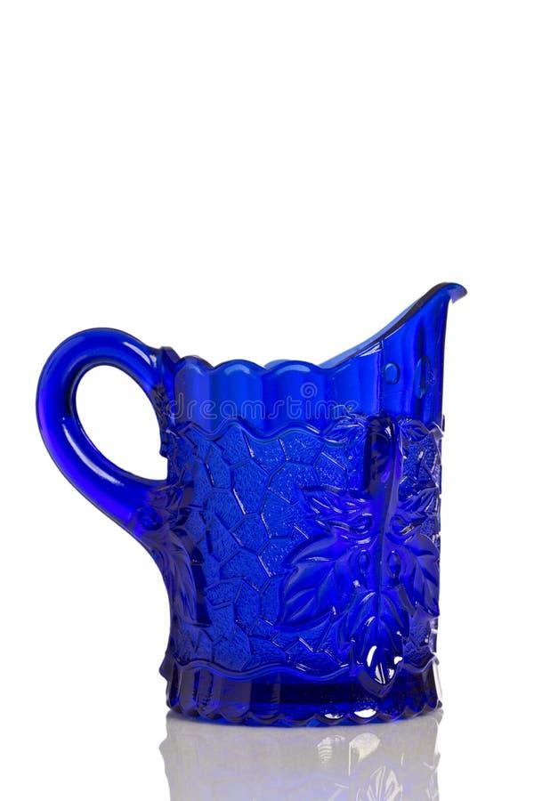 Kobaltblau-Glaskrug stockfotos