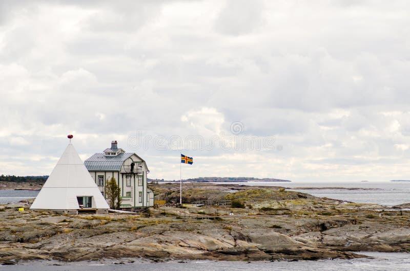 Kobba Klintar och gammal pilot- stuga arkivbild