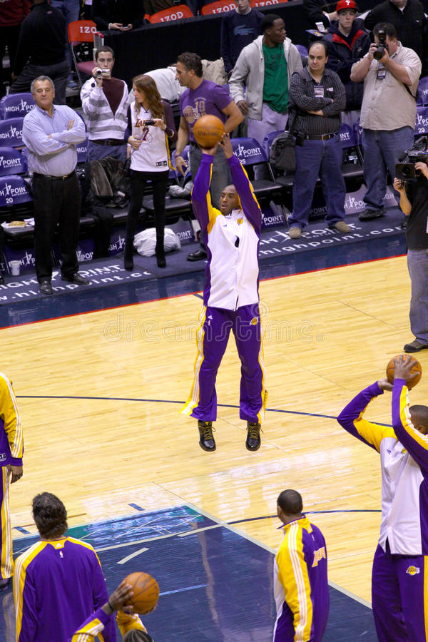 Kobe Bryant dans le jeu contre des filets de New Jersey photographie stock