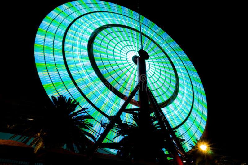 Kobe Ferris-het wiel verlicht omhoog bij nacht stock foto's