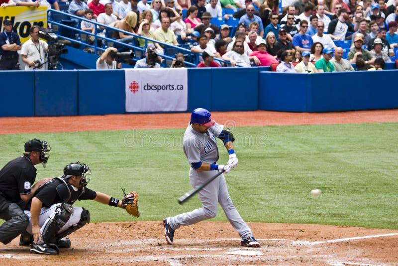 kobiecej ligi baseballu major swingin smoły zdjęcie royalty free