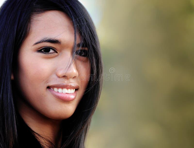 kobiet azjatykci atrakcyjni uśmiechnięci potomstwa fotografia stock