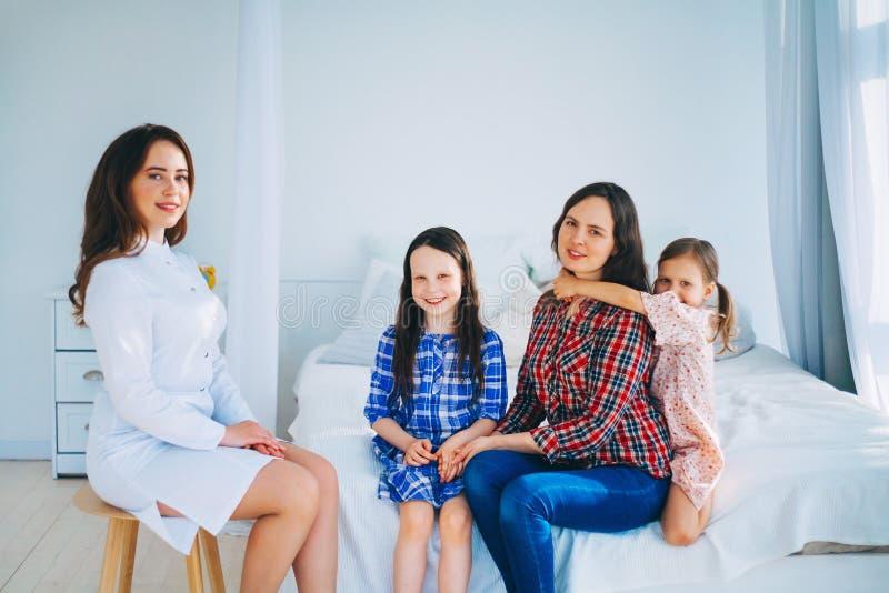 kobiet doktorscy medyczni potomstwa obrazy royalty free