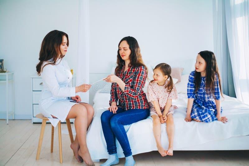 kobiet doktorscy medyczni potomstwa obraz royalty free