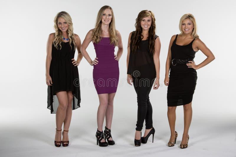 4 kobiet Piękna poza wpólnie obraz royalty free
