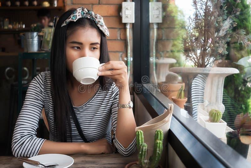 kobiet piękni kawowi target105_0_ potomstwa fotografia royalty free