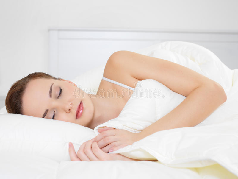 kobiet piękni sypialni potomstwa fotografia stock