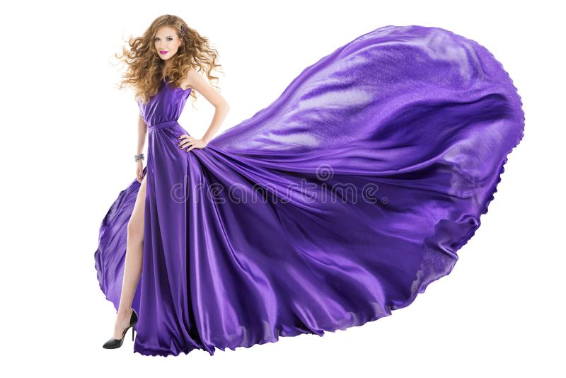 Kobiet purpur suknia, moda model w Długiego falowania Trzepotliwej todze fotografia royalty free