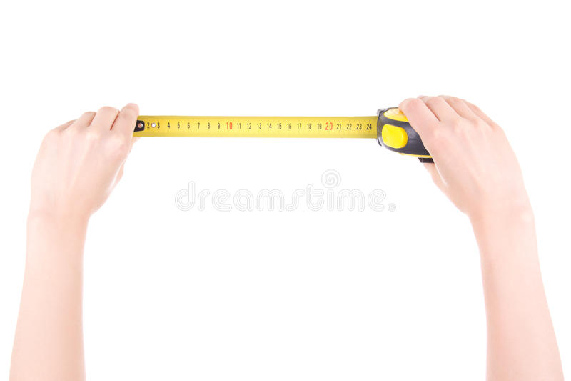 Kobiet ręki z pomiarową taśmą odizolowywającą na bielu zdjęcia stock