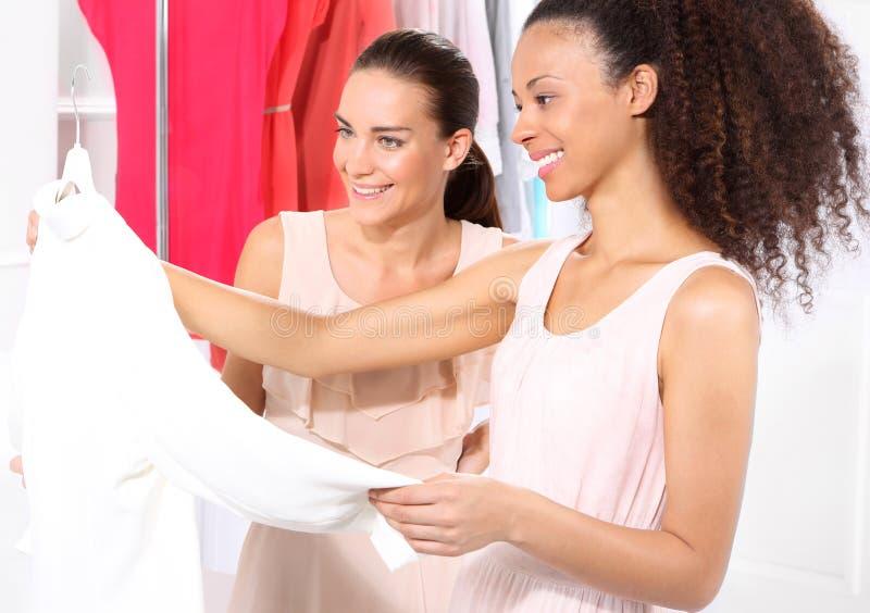 Kobiet Robić zakupy obrazy stock