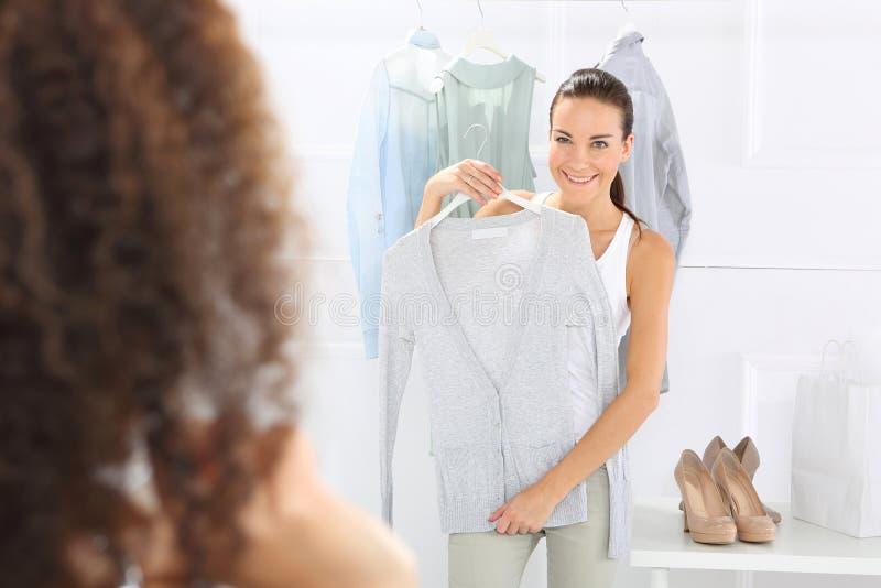 Kobiet Robić zakupy zdjęcie stock