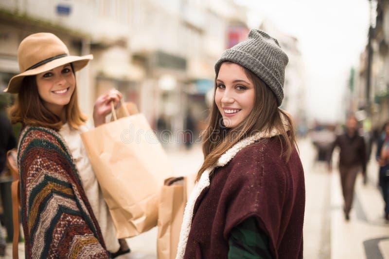 Kobiet Robić zakupy zdjęcia royalty free