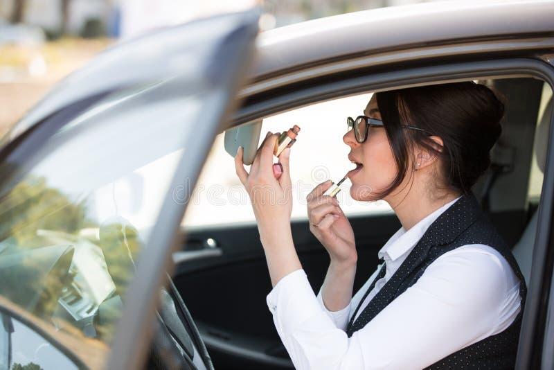 kobiet samochodowi szczęśliwi potomstwa zdjęcie royalty free