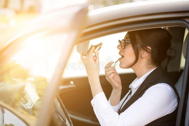 kobiet samochodowi szczęśliwi potomstwa obraz stock