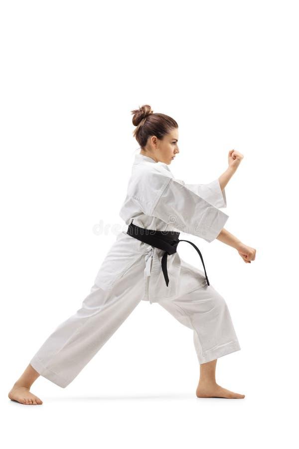 Kobieta ćwiczy karate zdjęcie royalty free