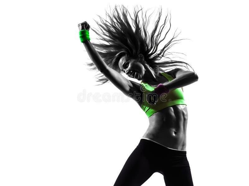 Kobieta ćwiczy sprawności fizycznej zumba dancingową sylwetkę