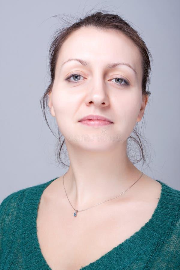 Download Kobieta zdjęcie stock. Obraz złożonej z atrakcyjny, elegancki - 13334160