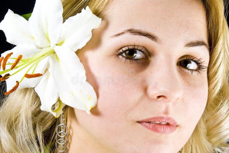 Download Kobieta zdjęcie stock. Obraz złożonej z piękno, kwiat - 13335480
