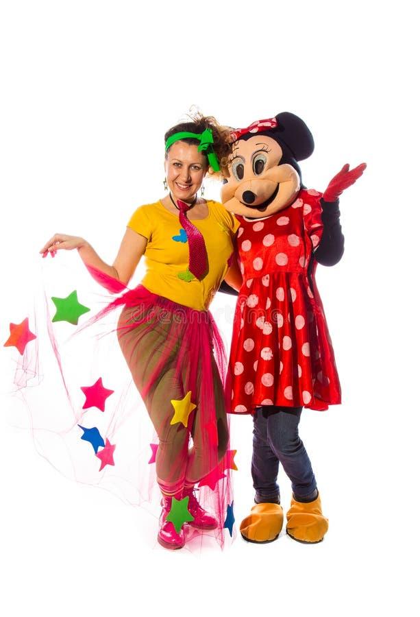 Kobieta animator z fany kostiumem i costumed charakterami mini mo obrazy royalty free