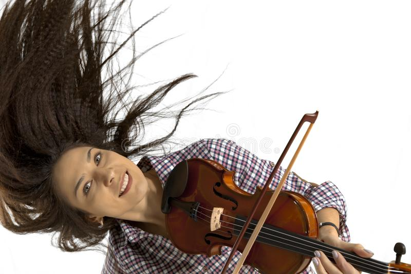 Kobieta bawić się skrzypce na białym tle obrazy royalty free