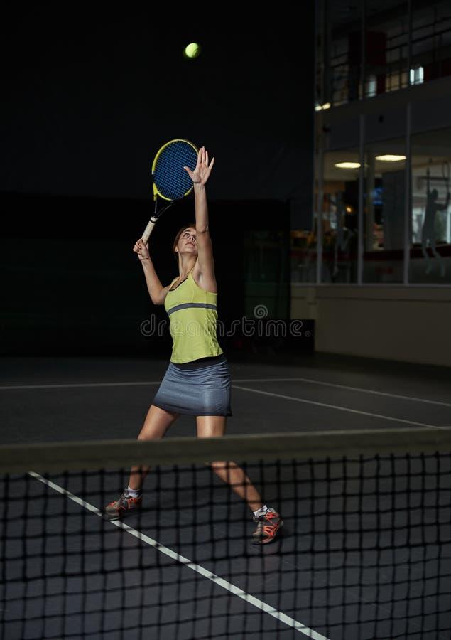 kobieta bawić się tenisa fotografia royalty free