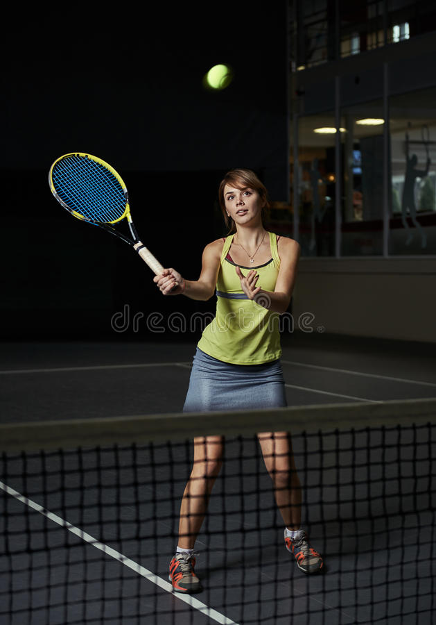 kobieta bawić się tenisa fotografia stock