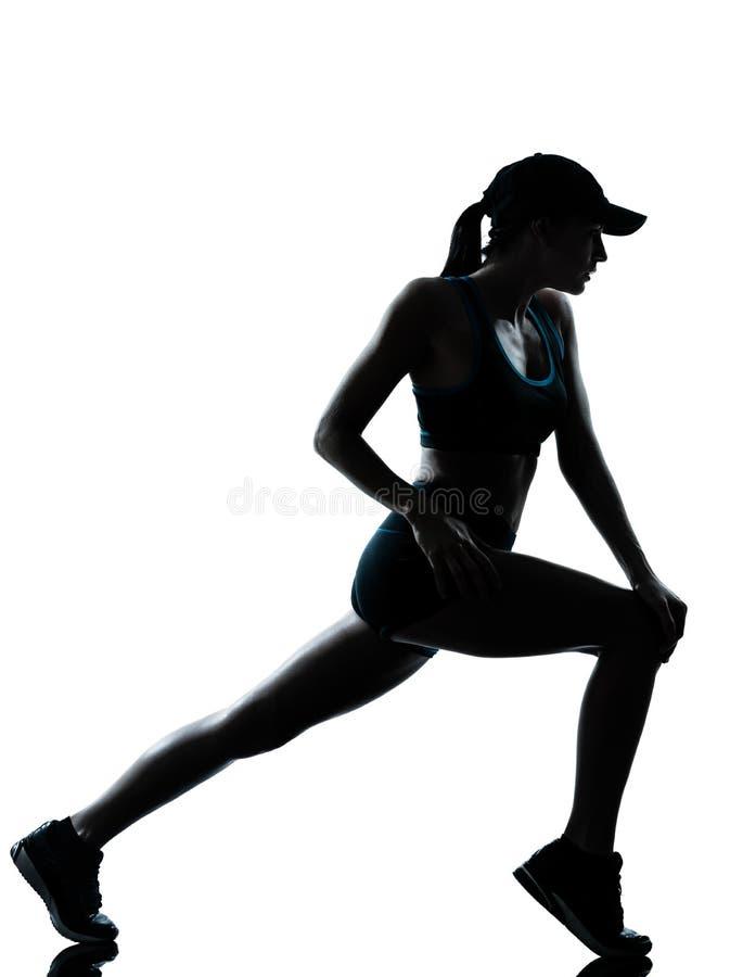 Kobieta biegacza jogger rozciąganie grże up sylwetkę zdjęcie royalty free