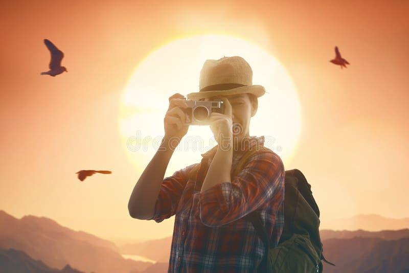 Kobieta bierze fotografie fotografia stock