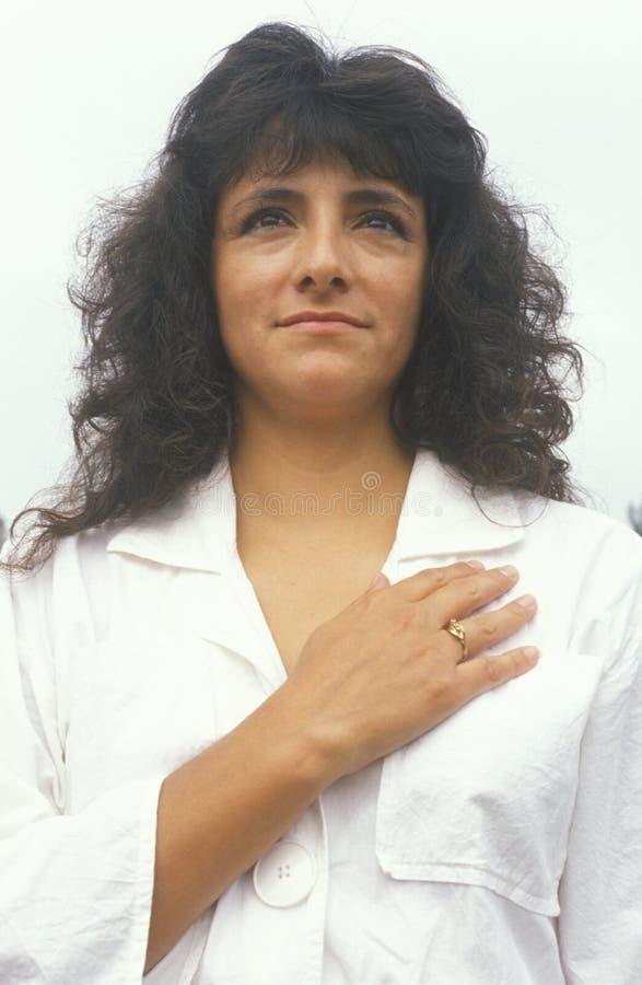 Kobieta Bierze przyrzeczenie hołdownictwo, Los Angeles, Kalifornia obrazy royalty free