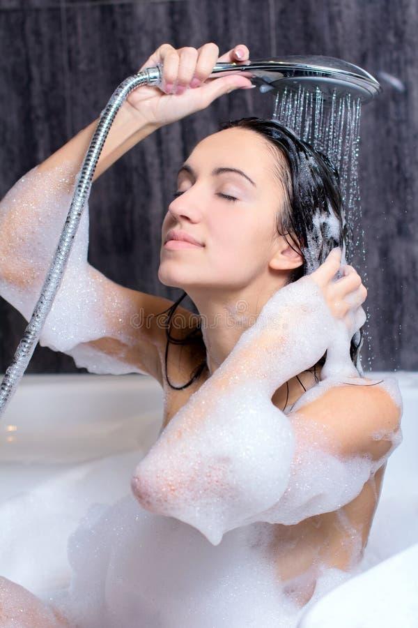 Kobieta Bierze skąpanie zdjęcia royalty free