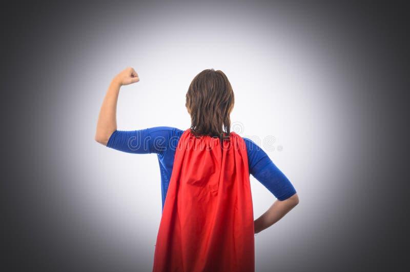 Kobieta bohater z czerwonym przylądkiem, odizolowywającym zdjęcia royalty free
