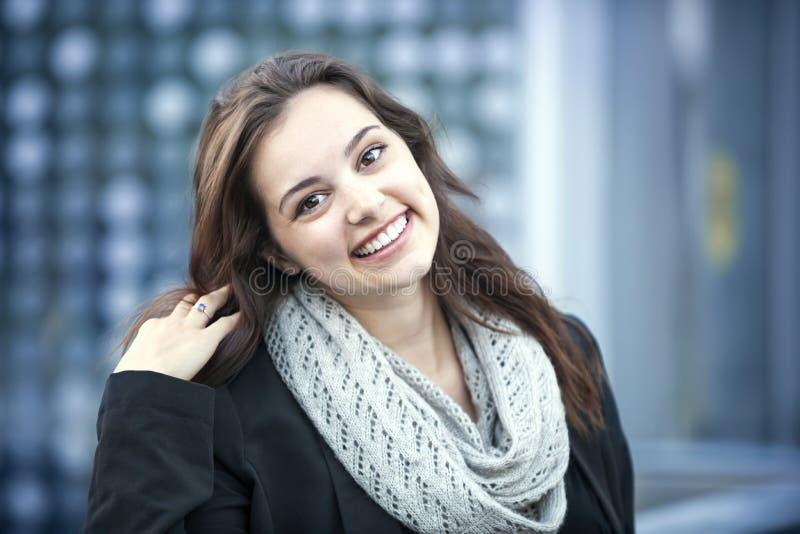 kobieta brunetki uśmiechnięta obraz royalty free