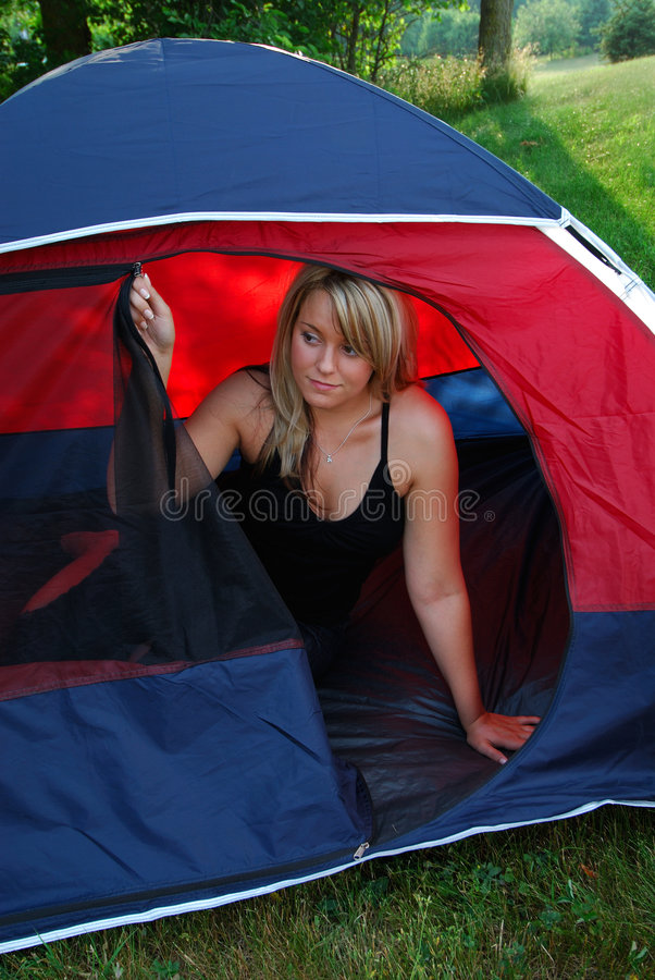 kobieta campingowa obrazy royalty free