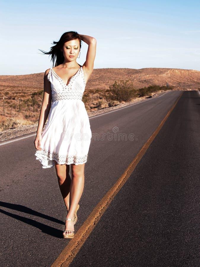 kobieta chodząca linii obrazy stock