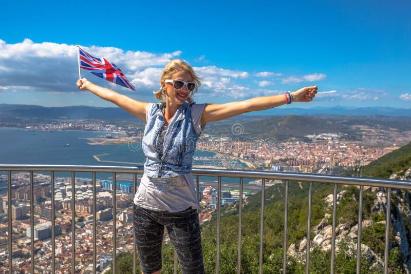 Kobieta cieszy się przy Gibraltar fotografia stock