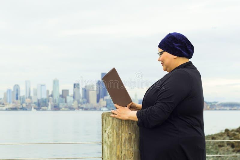 Kobieta Cieszy się styl życia operację zdjęcie stock