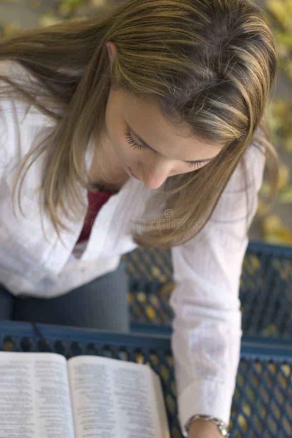 kobieta czytelnicza fotografia stock