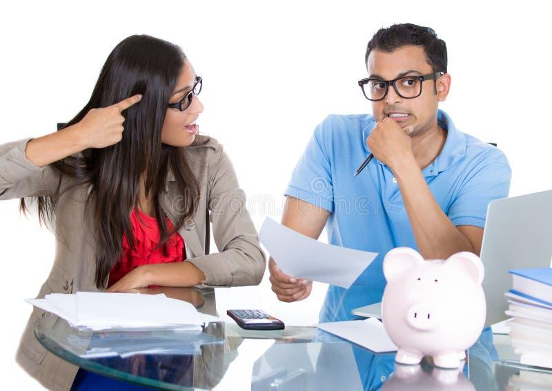 Kobieta dostaje szalenie przy mężczyzna dla wydawać zbyt dużo pieniądze ten miesiąc i no ratować dosyć