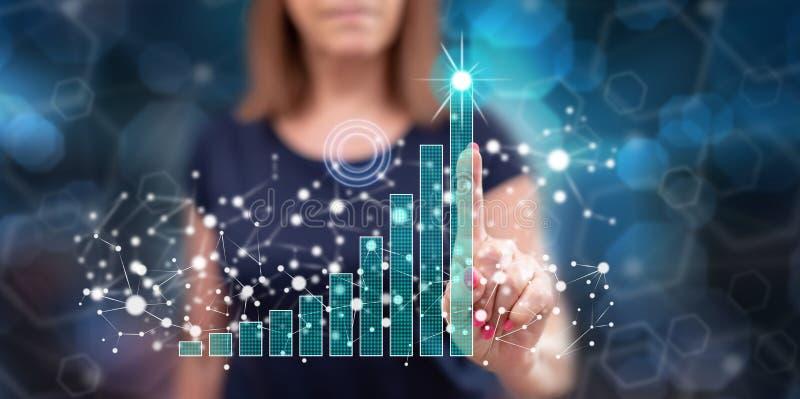 Kobieta dotyka biznesowego sukcesu pojęcie obraz stock
