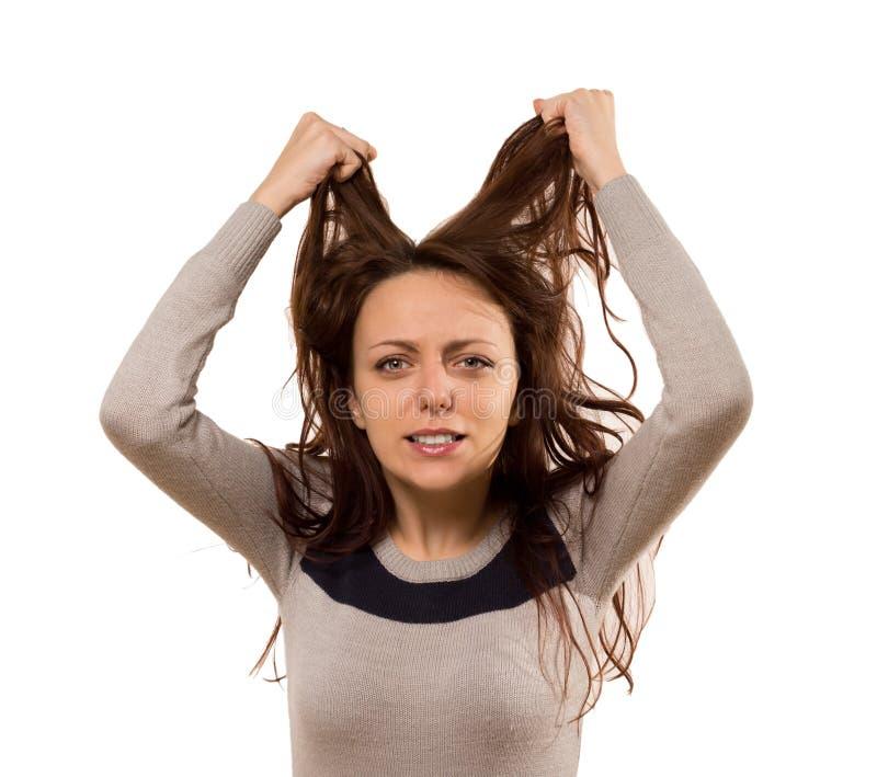 Kobieta drzeje przy jej włosy w rozpaczaniu fotografia royalty free