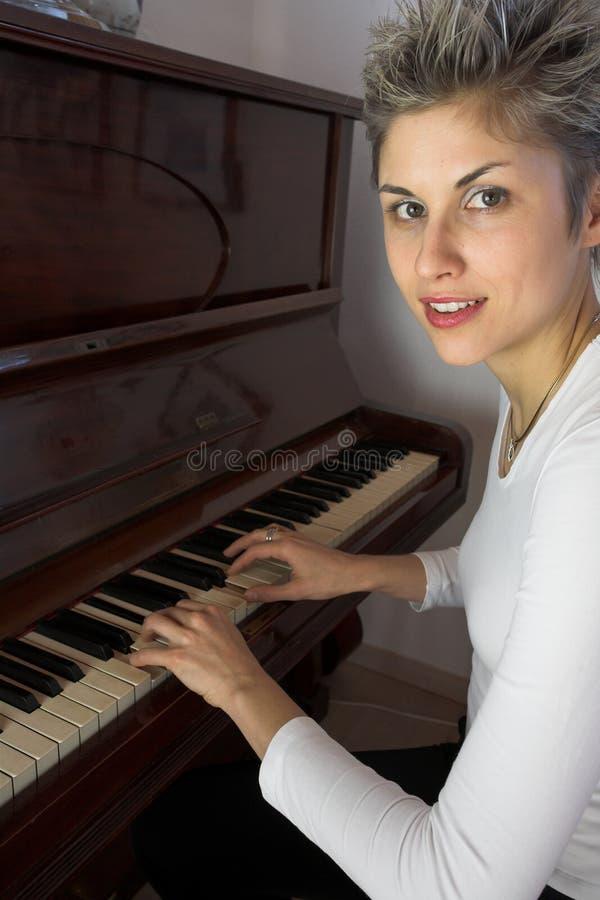 kobieta fortepianowa fotografia stock