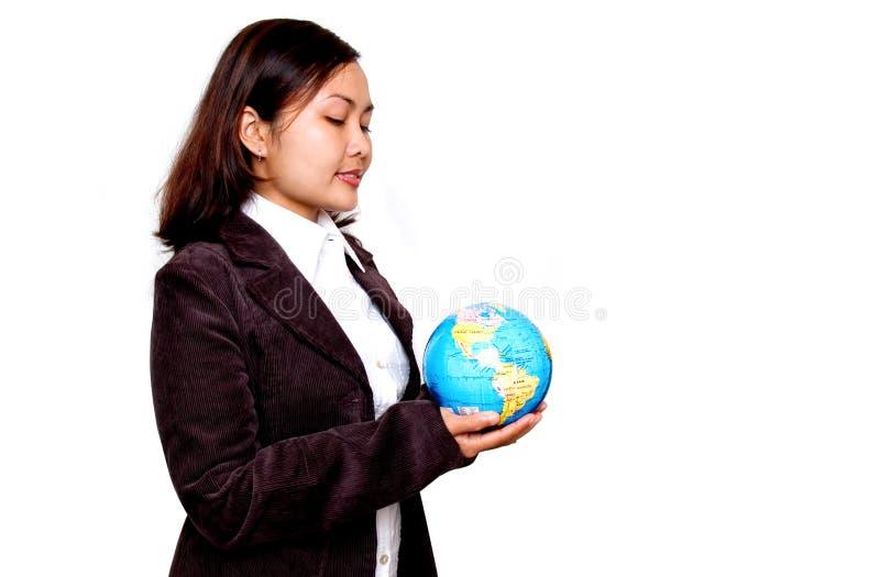 kobieta globe gospodarstwa zdjęcie royalty free