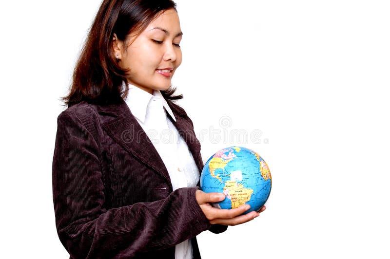 kobieta globe gospodarstwa obraz royalty free