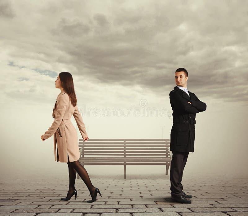 Kobieta iść z mężczyzna zdjęcia royalty free