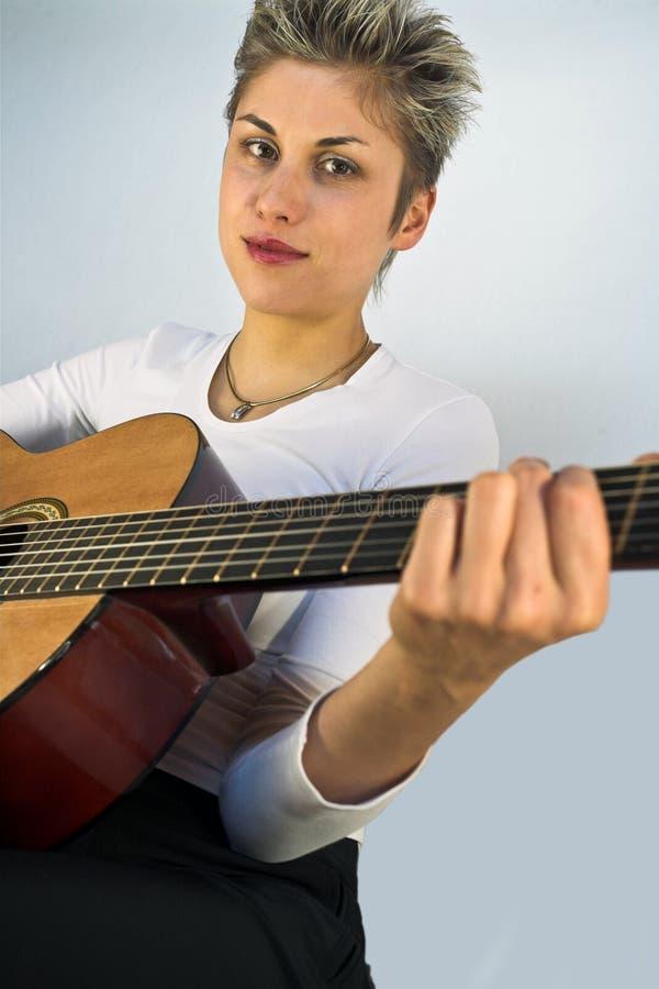 Kobieta i gitara fotografia royalty free