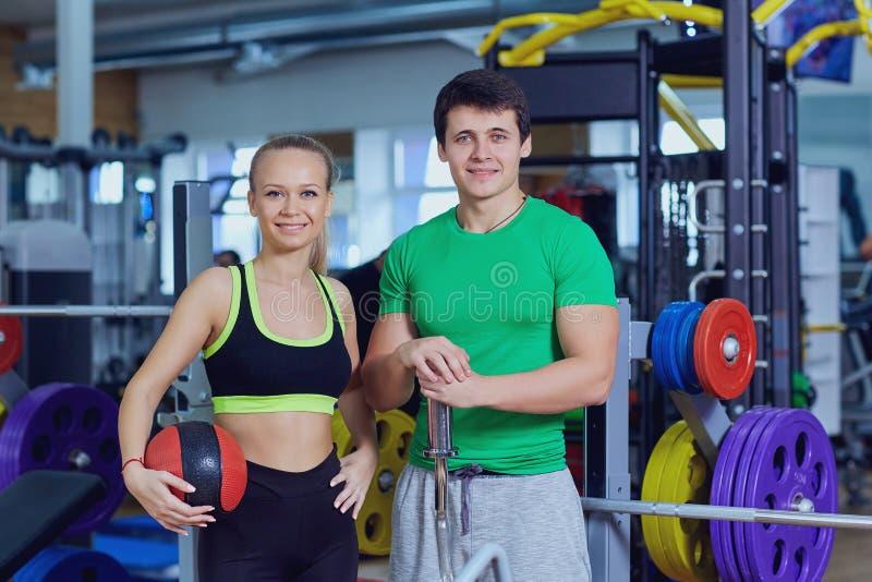 Kobieta i mężczyzna w sportswear sporta gym zdjęcie royalty free