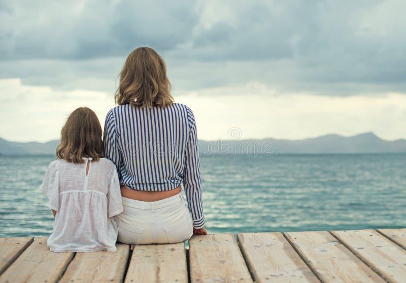 Kobieta i mała dziewczynka zdjęcia royalty free