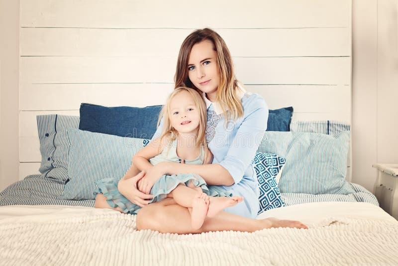 Kobieta i mała dziewczynka obrazy royalty free